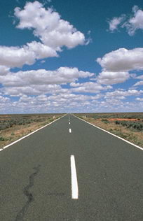Outback bei Bourke - Blauer Himmel und Outback Road
